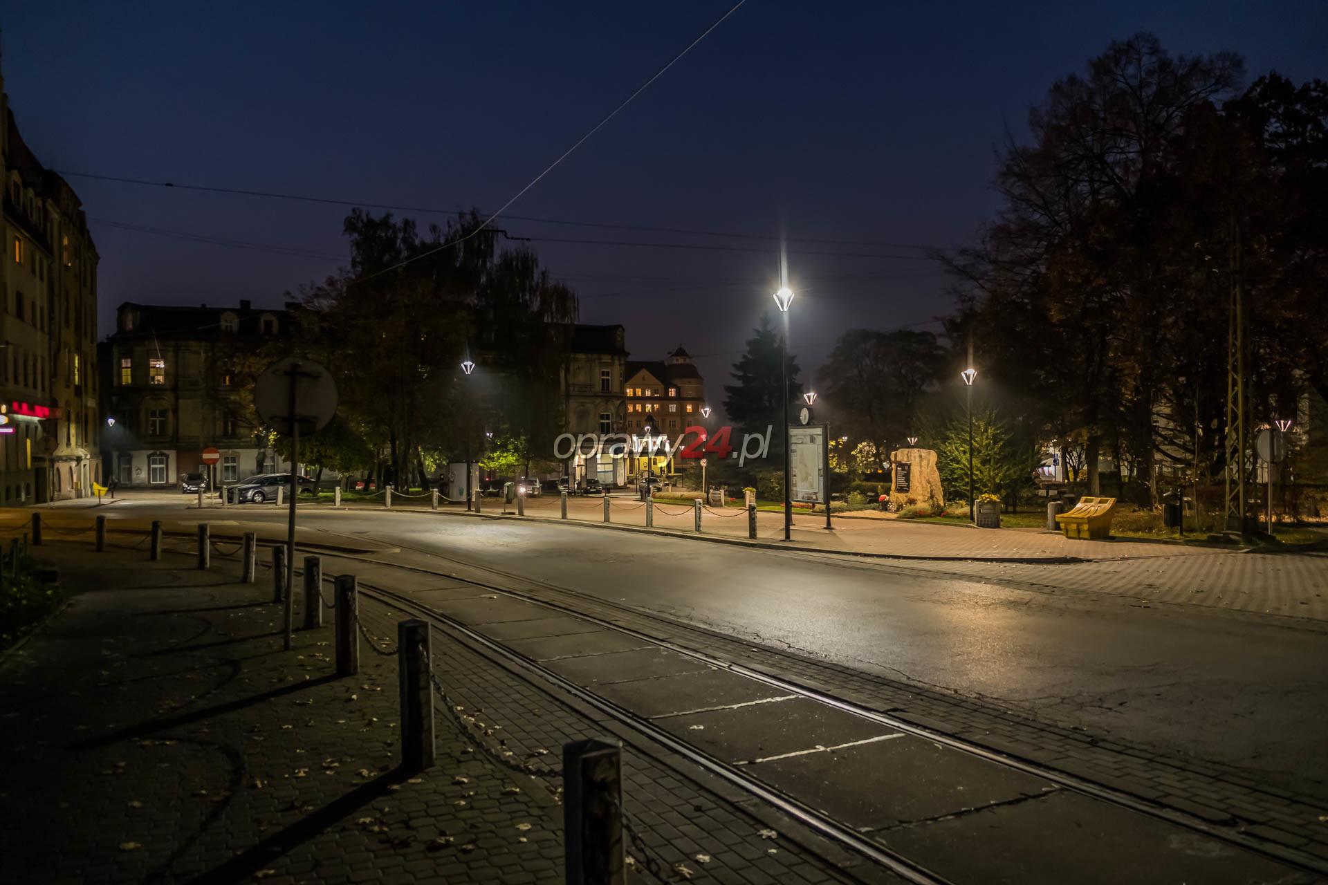 Białe światło na placu Wolności