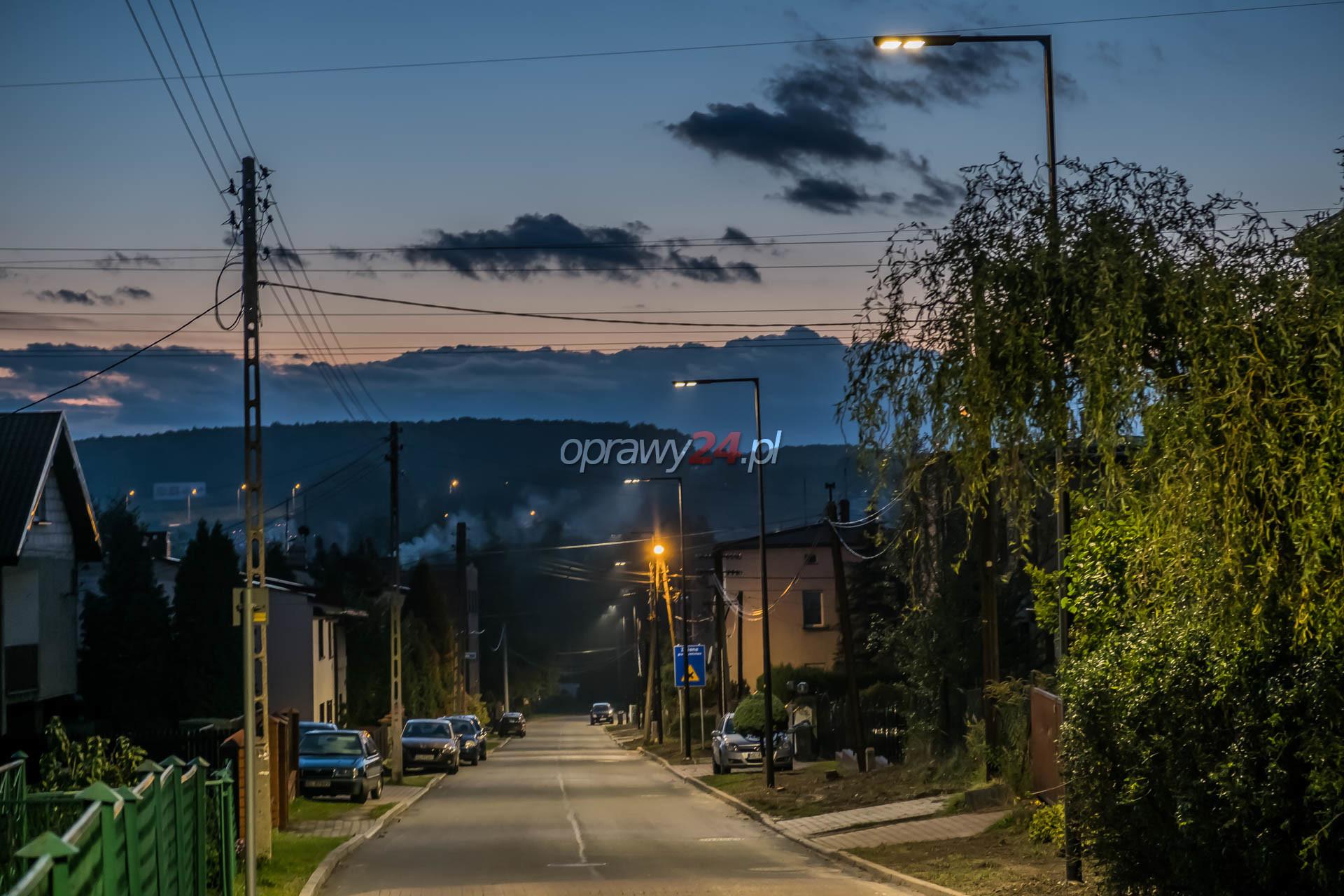 Białe światło na ulicy Weteranów