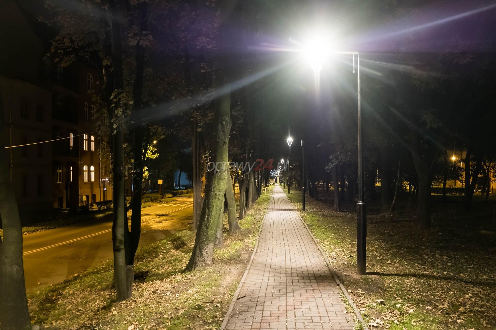 Ciąg pieszy w świetle LED