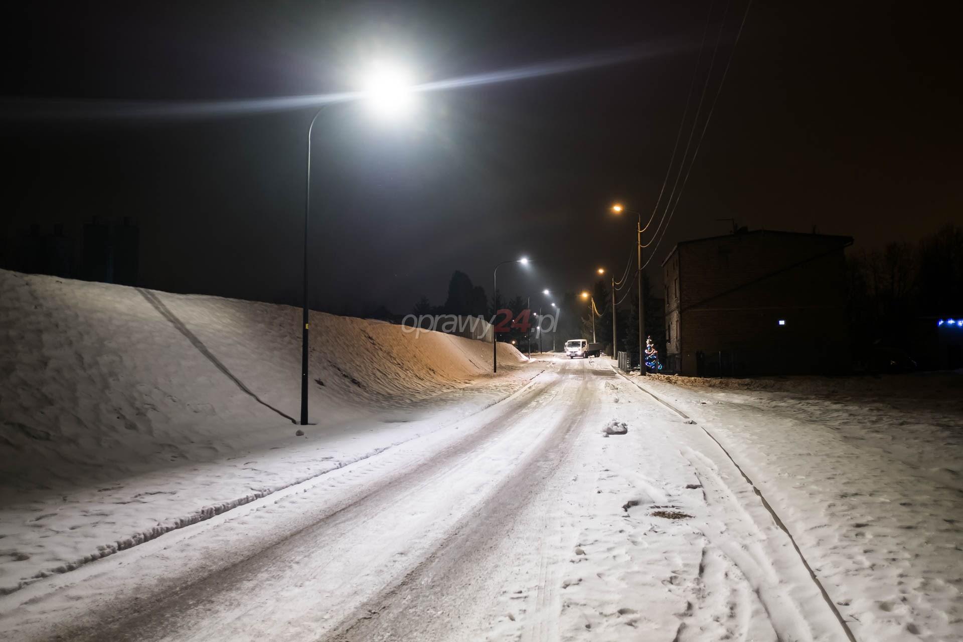Białe światło na ulicy Reja