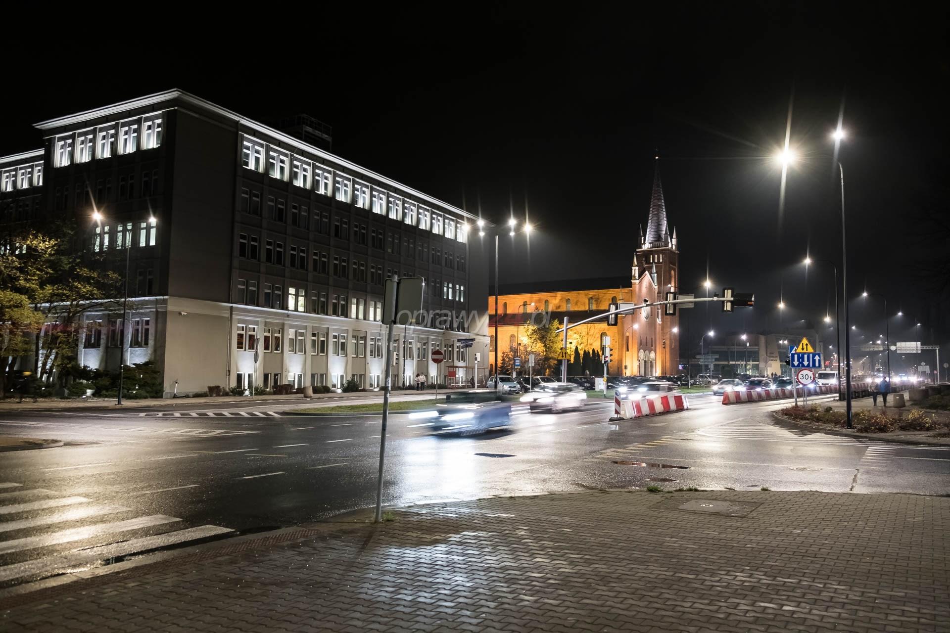 Ulica Dworcowa z nowym oświetleniem